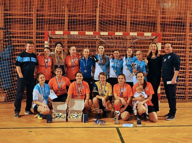 Fotbalistky Čáslavi ovládly domácí Vánoční halový turnaj