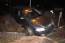 Nehoda na kruhovém objezdu na Karlově v Kutné Hoře