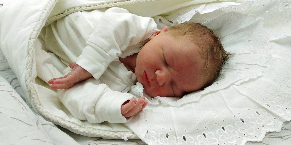 Filip Franc se poprvé na svět podíval 24. listopadu 2020 ve 12.38 hodin v čáslavské porodnici. Pyšnil se porodní váhou 4040 gramů a 54 centimetrů. Doma ve Chlístovicích se z něj těší maminka Dana, tatínek Lukáš, 7 letý bráška Vítek a 4letý Šimonek.