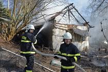Požár zchátralého domku v Šlechtíně.