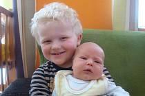Vašík Vondráček, který přišel na svět 2. února v kolínské porodnici s váhou 4280g a mírou 52cm, byl prvním dárkem k blížícím se třetím narozeninám svého brášky Péti. Oba kluci budou vyrůstat s maminkou Míšou a tatínkem Alešem ve Vavřinci.