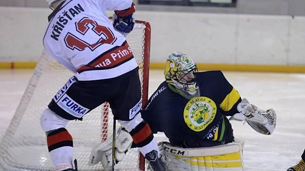 V hokejovém utkání s Velkými Popovicemi se střelecky prosadil také čáslavský útočník Radim Křišťan.