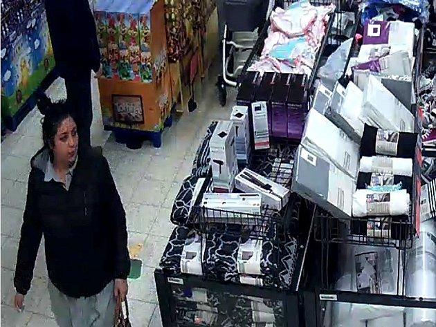 Ženy by mohla poskytnout informace ke krádeži peněženky.