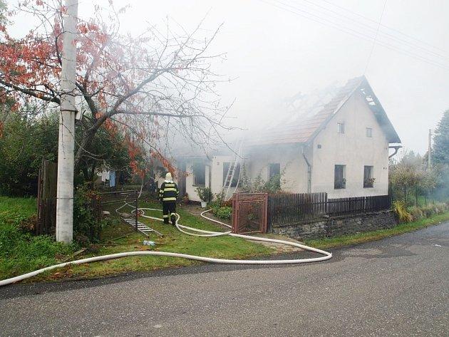 Požár rodinného domu v Sudějově 9. října 2013