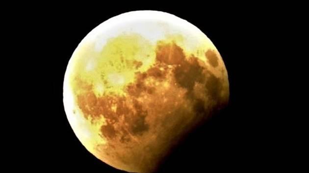 I v Čáslavi pozorovali lidé částečné zatmění Měsíce.