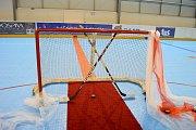 Místní hokejista Lukáš Muras se oženil přímo na zimním stadionu.