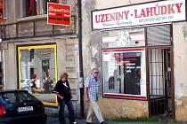 Prázdné obchody v Tylově ulici v Kutné Hoře.