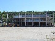 Výstavba sportovní haly v Kutné Hoře, 7. srpna 2017.