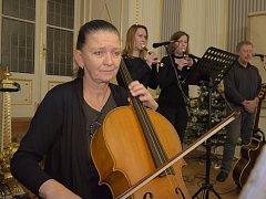 Skupina Diogenes zahrála ve Zruči nad Sázavou.