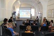 Ze setkání s názvem 'Knížka pro prvňáčka' ve výstavní síni v Čáslavi.