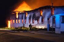 Požár skladu zemědělského družstva ve Svaté Kateřině.