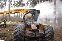Požár harvestoru způsobil škodu za čtyři miliony korun.