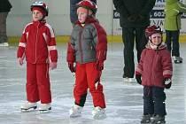 Bruslení rodičů s dětmi na kutnohorském zimním stadionu