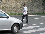 Dopravní nehoda u přechodu pro chodce nedaleko klubu Česká 1 v Kutné Hoře.