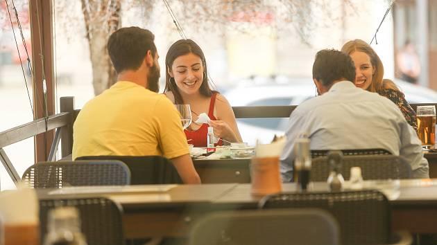 Otevřené zahrádky restaurací v Kutné Hoře.