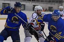Odvetné finálové utkání play off Středočeské hokejové soutěže mezi Čáslaví a Neratovicemi skončilo remízou 3:3. Do krajské ligy tak postoupili neratovičtí Buldoci.