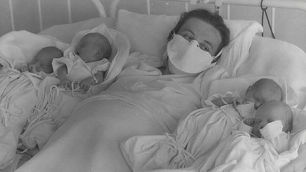 Zbraslavická čtyřčata,  Ivan, Václav, Jana, Miroslava Hourovi,  narozená v roce 1959 jako vůbec první v Československu.