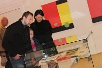 Vernisáž výstavy Jiřího Macka v Galerii Felixe Jeneweina