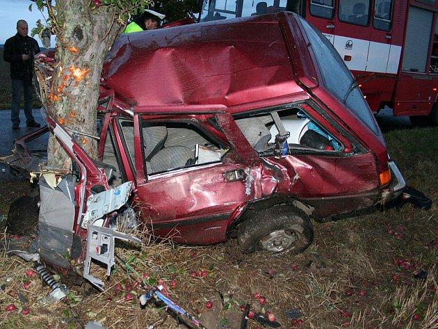 Tragická dopravní nehoda mezi Onomyšlí a Mančicemi.