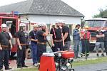 Z hasičské soutěže v netradičním požárním útoku nazvané Šebestěnické stříkání.