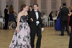 Sobotní večer patřil v Uhlířských Janovicích mladým tanečníkům.