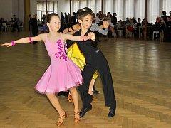 V Uhlířských Janovicích soutěžily taneční páry.