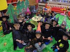 Děti si užily ve školce čarodějnice o pár dní dříve.