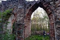 Umělá zřícenina Libuše u zámku Kačina.
