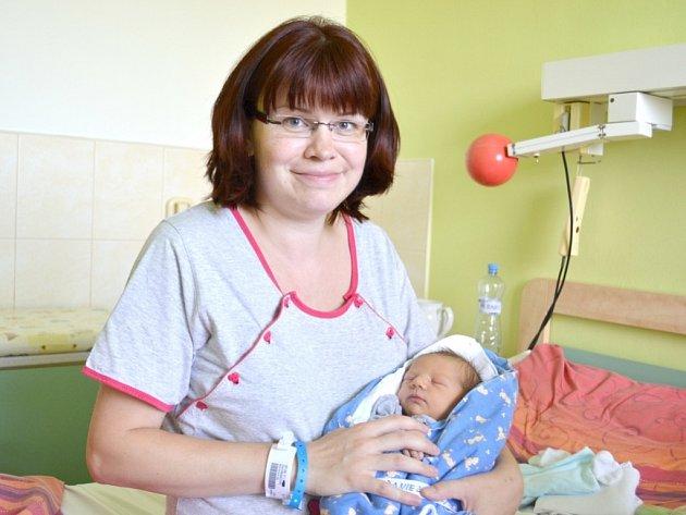 Daniel Dvořák se narodil 16. července v Kolíně. Měřil 51 centimetrů a vážil 3070 gramů. Za dvouletým bráškou Matyáškem si ho domů do Kutné Hory odvezli maminka Michaela a tatínek Jakub.