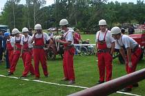Členové Sboru dobrovolných hasičů Lomec na soutěži v Křeseticích.