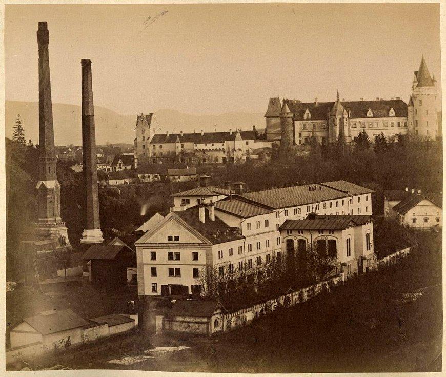 Továrna a zámek ve Žlebech. Konec 19. století.