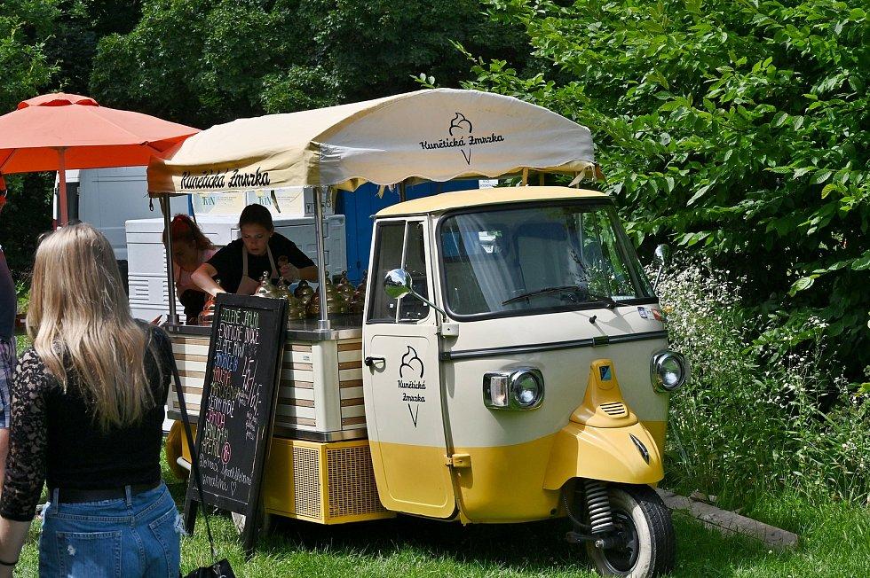 Ze Street food festivalu 2021 na Kačině.