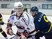 První zápas čtvrtfinále play off krajské hokejové ligy mezi Čáslaví a Velkými Popovicemi (0:4).