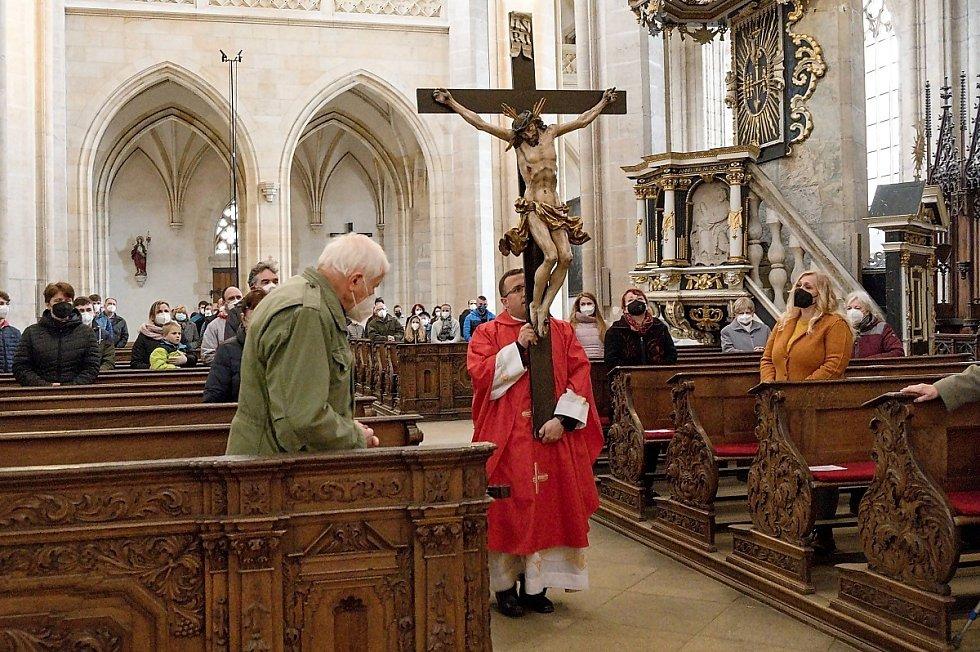 Z bohoslužby na Velký pátek v chrámu sv. Barbory v Kutné Hoře.