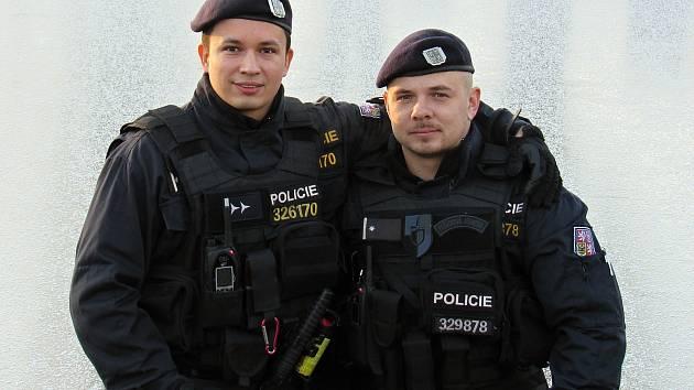 Čáslavští policisté Michal Janoušek (vlevo) a Luboš Nagy.