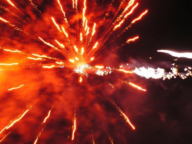 Novoroční ohňostroj ve Zbraslavicích
