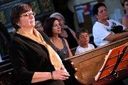 Z benefičního vystoupení souboru Zvonky dobré zprávy v kostele svatého Jakuba v Kutné Hoře.