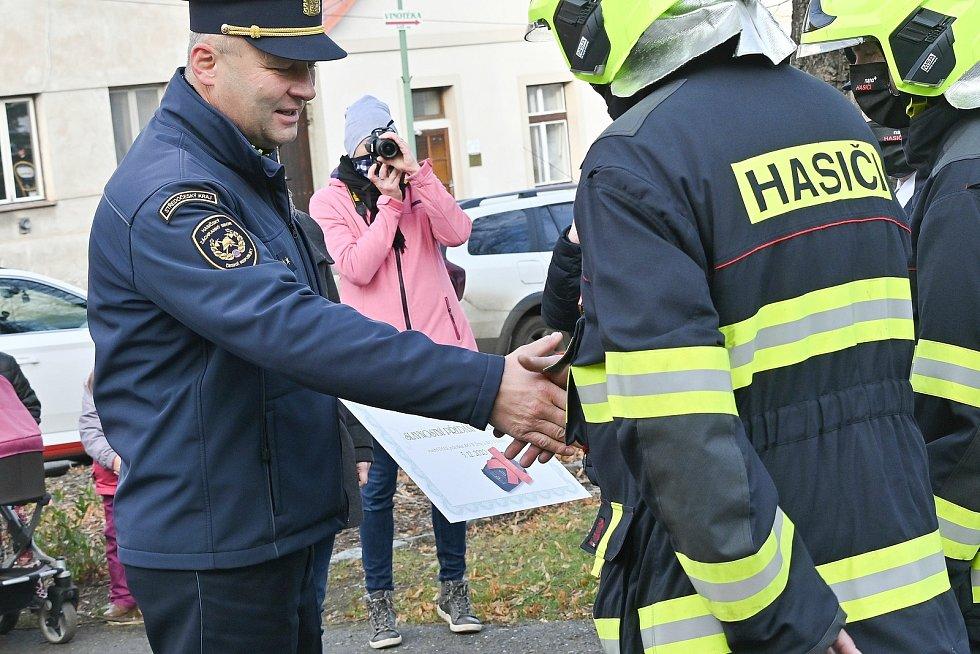 Z předání nových vozů žlebským hasičům.