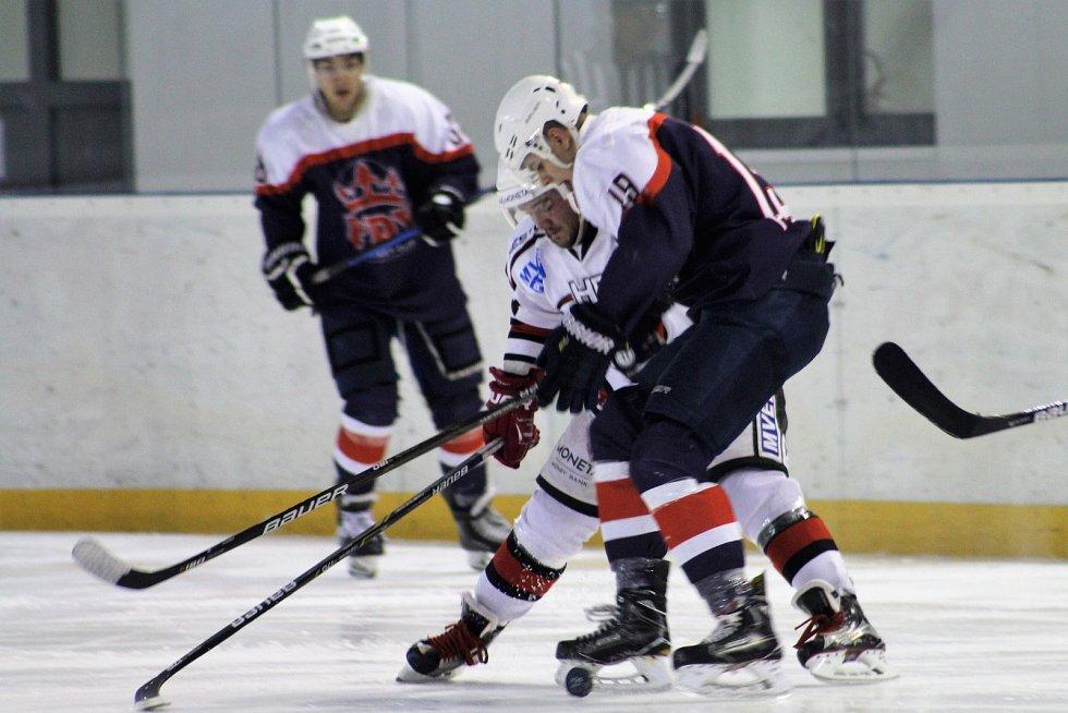 Hokejisté Čáslavi hostili v neděli na domácím ledě Poděbrady.