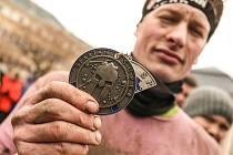 Nedělní závod Spartan Super v Kutné Hoře byl hodně chladný. Závodníci se na třináctikilometrové trati museli poprat i s plaváním ve Velkém rybníku nebo v říčce Vrchlici. Závod dokončilo 2324 lidí.