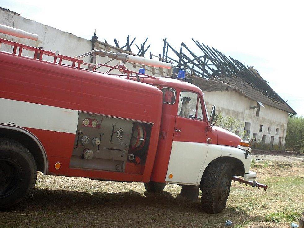 V Záboří nad Labem hořel bývalý vepřín. 8. 4. 2011