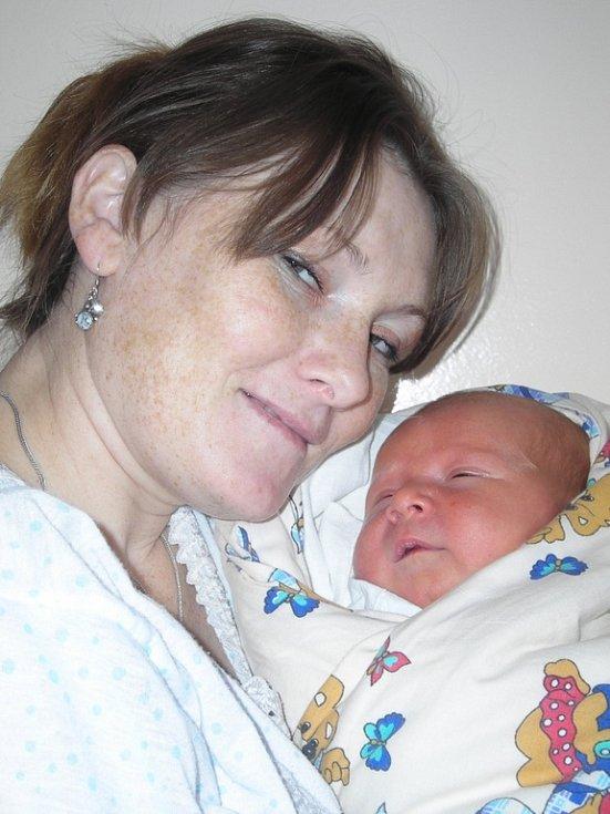 Petr Enoch se narodil 3. listopadu v Kolíně. Vážil 4350 gramů a měřil 53 centimetrů. Doma v Sázavě ho přivítá sestra Maruška, maminka Maruška a tatínek Petr.