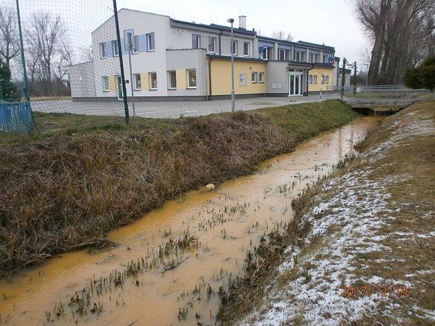 Havárie na čističce na Kaňku, Beránkou teče žlutá voda!