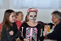 Z dětského karnevalu v sokolovně v Křeseticích.
