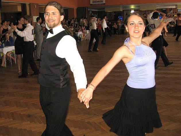 Taneční soutěž O kutnohorský groš v OK clubu Lorec v Kutné Hoře.