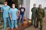 V Městské nemocnici Čáslav pomáhají také vojáci.