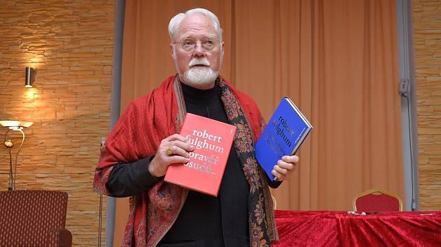 Americký spisovatel Robert Fulghum ve Zruči nad Sázavou.