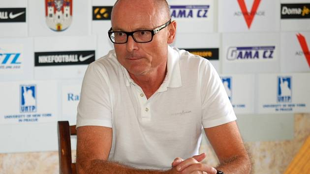 Trenér FK Čáslav Jan Kmoch.