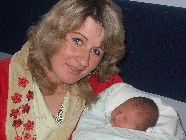 Martin Provazník se narodil 3. února v Čáslavi. Vážil 3400 gramů a měřil 51 centimetrů. Doma v Kutné Hoře ho přivítá maminka Kamila, tatínek Martin a sestra Klárka.