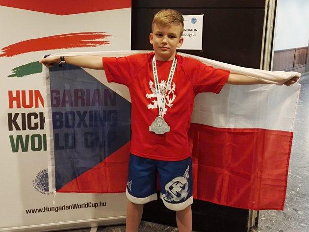 Kickboxer Sebastien Macháček získal stříbro na Světovém poháru v Maďarsku.